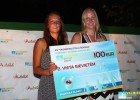 """Foto: """"Valmiera Beach"""" laureāti saņem VSŠ naudas balvas"""