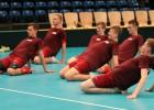 Foto: Juniori iemēģina Hamburgas Sporta halles grīdu