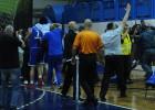 """Melnkalnes finālā uz laukuma lido krēsli, """"Budučnost"""" atkal čempiones godā"""