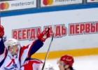 """Video: KHL <i>play-off</i> otrās kārtas vārtu guvumos uzvar """"Lokomotiv"""""""