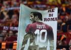 """Toti pēc sezonas noslēgs futbolista karjeru un strādās kā """"Roma"""" direktors"""