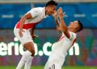 """Peru sensacionāli saplosa Čīli un pievienojas Brazīlijai """"Copa America"""" finālā"""