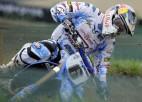 Video: Motosportists pēc tramplīna uzlec virsū konkurentam