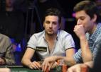Pokera spēlētāju izslēdz no turnīra par drauga izjokošanu