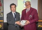 Pasaules kausu Latvijā atklāj Japānas vēstnieks
