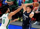 """Dončičs flirtē ar <i>triple-double</i>, trāpa traku uzvaras metienu, """"Mavs"""" pieveic """"Celtics"""""""