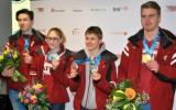 Foto: Latvijas medaļnieki atgriežas no jaunatnes olimpiskajām spēlēm