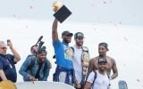 """Foto: Klīvlendas """"Cavaliers"""" līksmo par NBA čempionu titulu"""