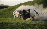 Foto: Rallija ekipāža piedzīvo smagu avāriju