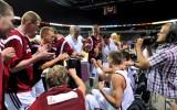 """Foto: Latvija uzvar """"otrajā stāvā"""" un spēlē"""