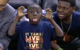 Video: NBA dienas momentu topā triumfē vismazākais
