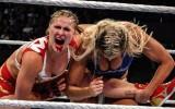 Video: Ronda Rouzija piedzīvo ļoti smagu maču WWE (18+)