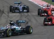 Hamiltons uzvar Bahreinā, Reikenens atņem otro vietu Rosbergam