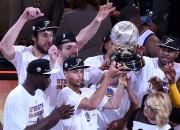 """""""Warriors"""" pēc 40 gadu pauzes atgriežas NBA finālā"""