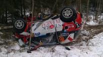 Poļu ekipāža rallijā ''Sarma'' piedzīvo smagu avāriju