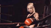 Usikam nāk palīgā MMA cīkstone un piesakās pārmācīt kritizētāju