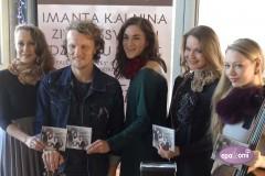 Video: Rēzija Kalniņa ar draugiem prezentē Ziemassvētku albumu un dosies koncerttūrē