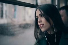 """Video: Vēl viens dzejolis no Guntara Rača dzejoļu grāmatas """"365"""" pārtop par dziesmu"""