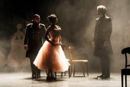 """Mihaila Ļermotova iedvesmotā izrāde """"Kņaze Meri"""" - no romantisma līdz pat rūgtumam sirdī"""