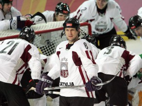 Sandis Ozoliņš liek punktu spilgtajai hokejista karjerai