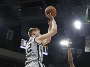 """Bertānam trīs punkti, """"Spurs"""" zaudē otro maču pēc kārtas"""