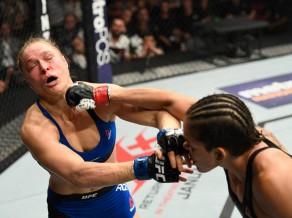 Ronda Rouzija ringā atgriežas ar smagu zaudējumu