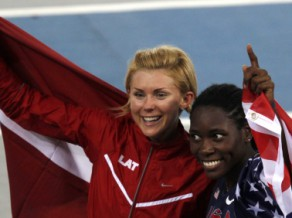 Konkurentes dopinga dēļ Radēviča kļūst par 2011. gada pasaules vicečempioni