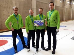 Vīriešu kērlinga komanda no Latvijas izcīna 2.vietu turnīrā Igaunijā