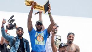 Video: NBA čempionu parāde Klīvlendā pulcē ļaužu masas
