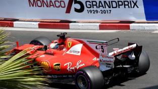 """""""Ferrari"""" dominē pēdējā treniņā, Batons saņem sodu"""