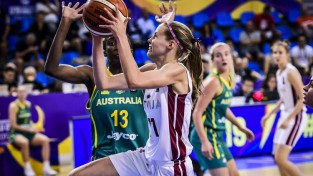 Latvija atspēlējas, taču pēdējās 20 sekundēs zaudē Austrālijai