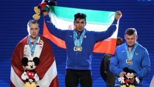 Plēsnieks paceļ 402 kilogramus un sasniedz pasaules čempionāta sudrabu