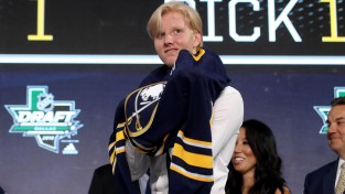 "Bufalo ""Sabres"" NHL draftā ar pirmo numuru izvēlas zviedru Dalinu"