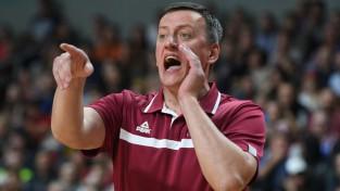 Latvijas izlases treneris Vecvagars paraksta līgumu Kazahstānā