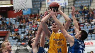 """Pasečņikam stabils sniegums pret """"Maccabi"""" un otrā uzvara Eirolīgā"""