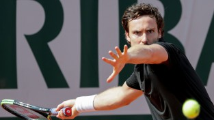 """Gulbis pretojas tikai otrajā setā un izstājas """"French Open"""" pirmajā kārtā"""