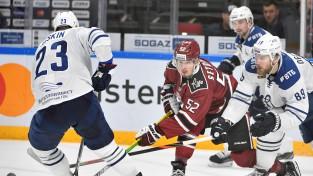 ''Dinamo'' papildlaikā neizmanto izcilu iespēju un sīvā cīņā cieš neveiksmi