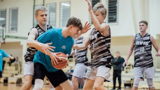 """2020. gada """"VEF Rīgas skolu superlīgas"""" spēles atklāj 8./9. klašu zēni"""