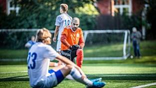 """""""Dinamo Rīga"""" vārtsargs nenovalda emocijas un tiek noraidīts, """"Auda"""" pārliecinoša"""