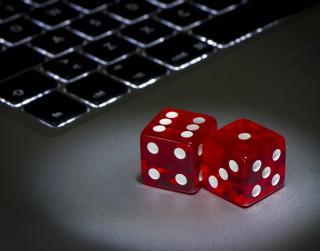 Nelegālo azartspēļu nozare gūst priekšroku Covid-19 laikā
