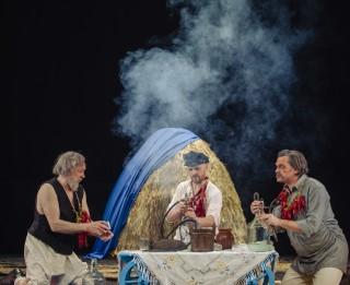 """Foto: Regnāra Vaivara iestudējums """"Ivanovs!"""" Dailes teātrī"""