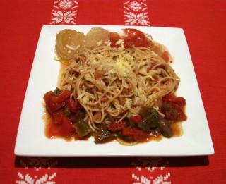 Spageti ar malto gaļu un tomātiem