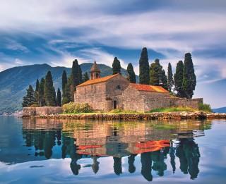 Melnkalne – kalnu ieskauts dabas un vēstures dārgums