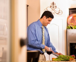 Septiņi labi padomi, kā ēst veselīgi, strādājot no mājām