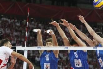 Polija 62 tūkstošu skatītāju klātbūtnē PČ atklāšanas spēlē uzvar Serbiju