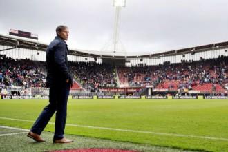 """Van Bastens veselības problēmu dēļ atkāpsies no """"Alkmaar"""" trenera amata"""