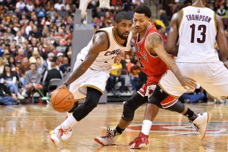 """NBA pārbaudes spēles: Lebrons, Ērvings, Lavs apspēlē spēcīgo """"Bulls"""""""