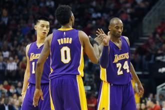 """""""Cavs"""" zaudē """"Spurs"""", """"Lakers"""" pārsteidz Hjūstonu"""
