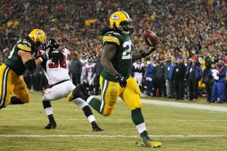 """""""Packers"""" neļauj """"Falcons"""" atspēlēties"""