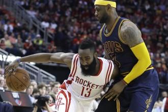 """Hārdens iesper Džeimsam, """"Rockets"""" pagarinājumā uzvar """"Cavaliers"""""""